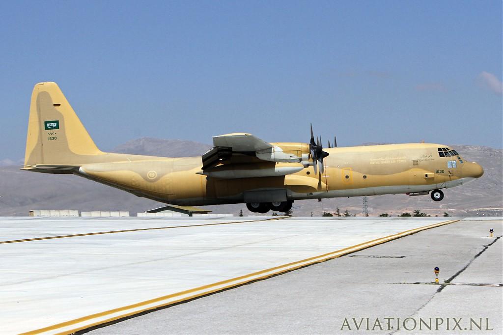 الموسوعه الفوغترافيه لصور القوات الجويه الملكيه السعوديه ( rsaf ) Normal_IMG_8970_Saudi_AF_C-130H-30_1630