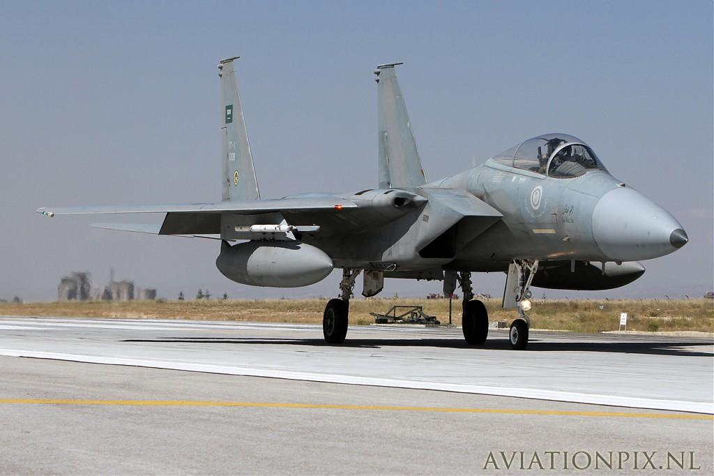 الموسوعه الفوغترافيه لصور القوات الجويه الملكيه السعوديه ( rsaf ) Normal_IMG_9102_Saudi_F15C_13008