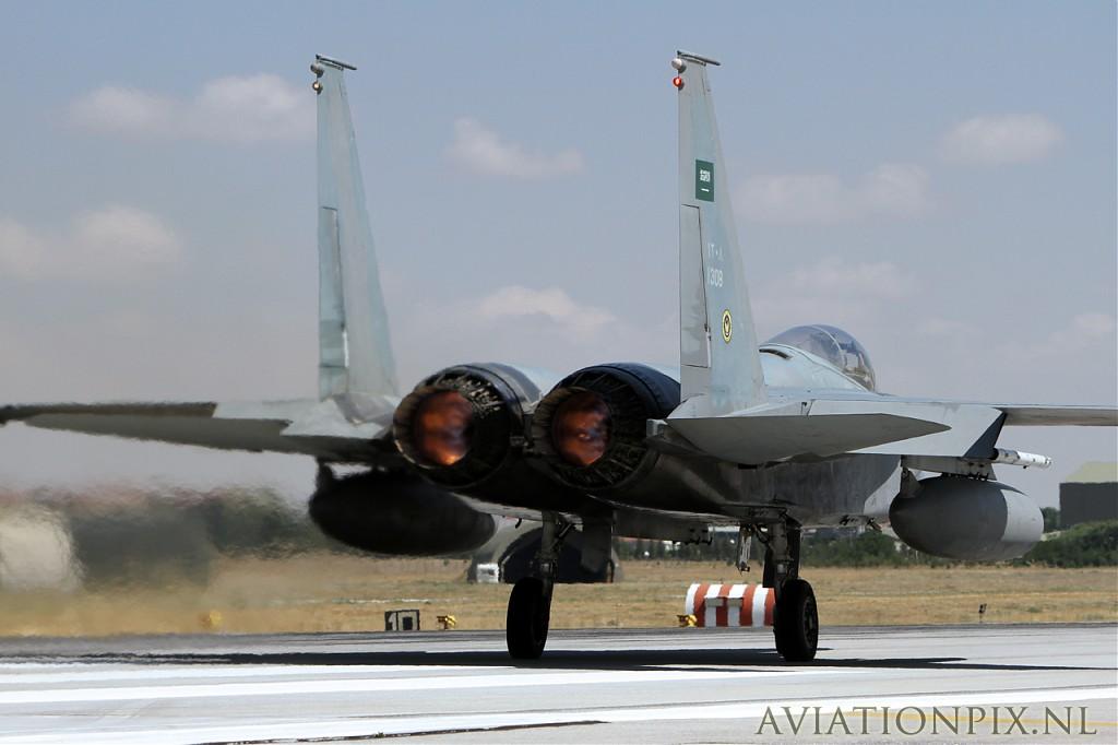 الموسوعه الفوغترافيه لصور القوات الجويه الملكيه السعوديه ( rsaf ) Normal_IMG_9139_SaudiAF_F-15C_1305