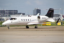 Avies_Air_Company_Learjet_60_ES-PVI_28SPL29.jpg