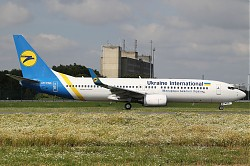 Ukraine_International_Airlines_B737-8Hx_WL_UR-PSD_28CDG29.jpg