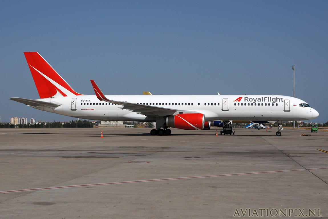 http://www.aviationpix.nl/albums/userpics/10055/5522_B757_VQ-BTB_Royal_flight.jpg