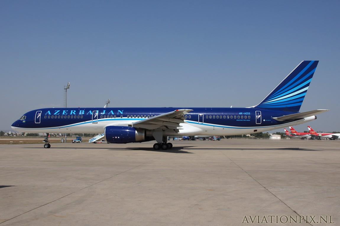 http://www.aviationpix.nl/albums/userpics/10055/7996_B757_4K-AZ12_Azerbaijan.jpg