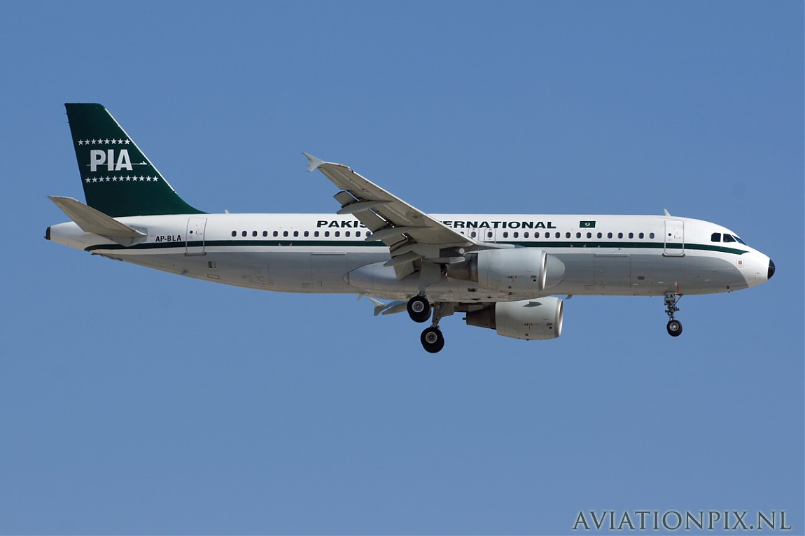 http://www.aviationpix.nl/albums/userpics/10055/normal_6593_A320_AP-BLA_PIA_Retro.jpg
