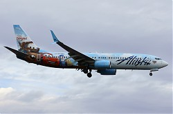 1585_B737_N570AS_Alaska_Disney_Cars.jpg